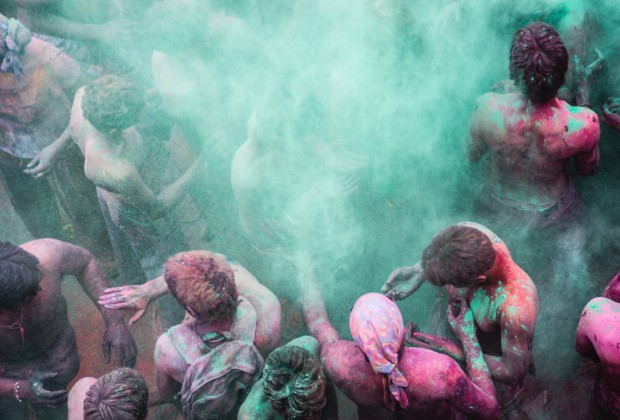 Man Tossing Colored Powder Into The Air During The Holi Festival In Puhskar India